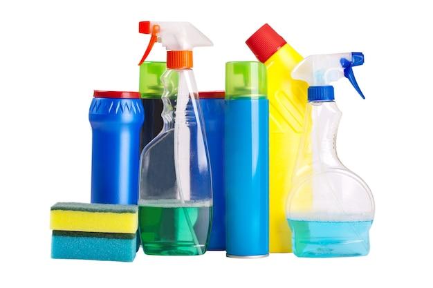 Huishoudelijke chemicaliën geïsoleerd op wit