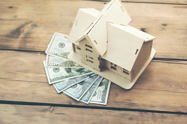 Huismodel op geld