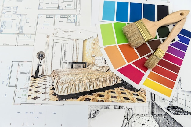 Huisontwerpschets met gereedschapsreparatie en blauwdrukken voor renovatie