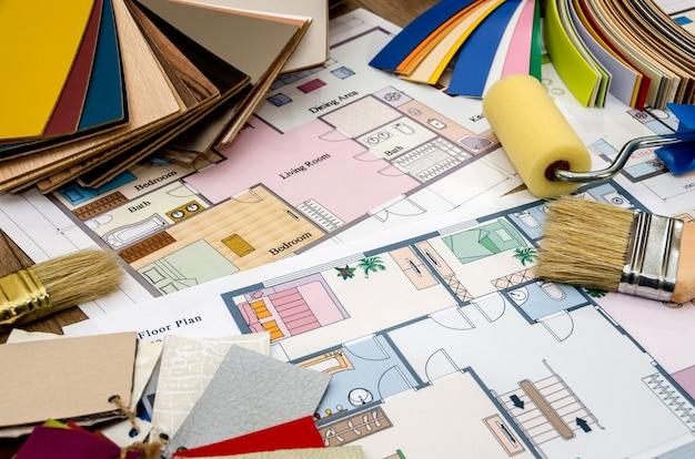 Huisplan met gereedschap en kleurstalen
