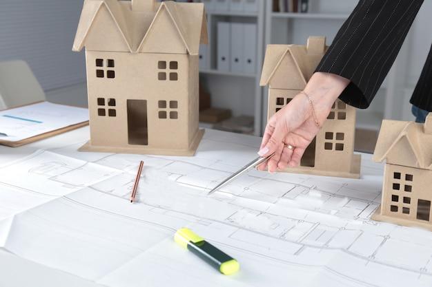 Huisplanblauwdruk en modelconcept voor nieuw ontwerp of huisverbetering