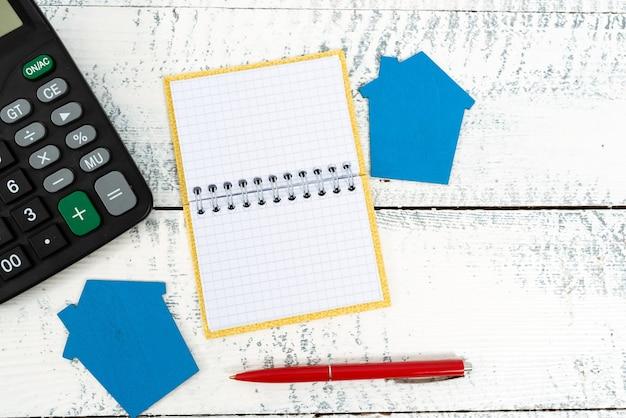 Huisplannen voorbereiden, ideeën voor investeringen in huis, huisvestingskosten berekenen, onroerende voorheffing beoordelen, huishoudbudget presenteren, renovatieplan voor woningen, vastgoedactiviteiten