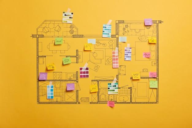 Huisrenovatie en ontwerpconcept met schema van verschillende kamers