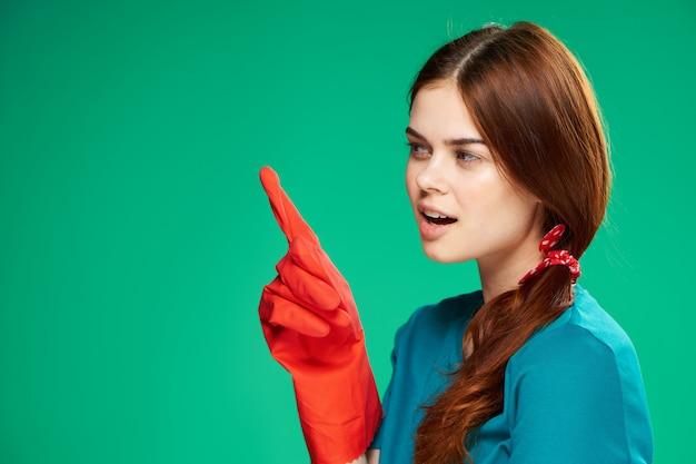 Huisvrouw rubberen handschoenen emoties groen schoonmaken