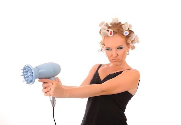 Huisvrouw schiet een föhn