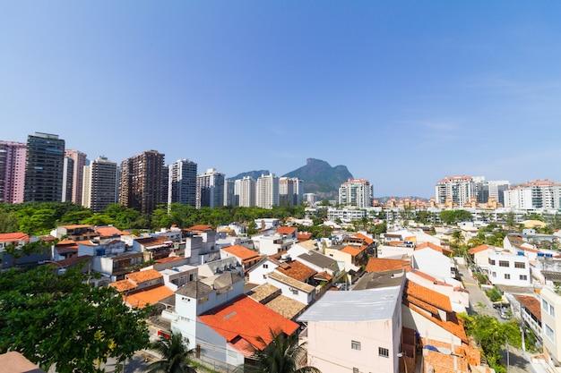 Huizen en gebouwen in barra da tijuca in rio de janeiro, brazilië.