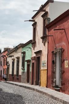 Huizen langs straat, zona centro, san miguel de allende, guanajuato, mexico
