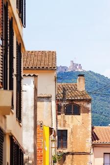 Huizen van breda en montsoriu castel