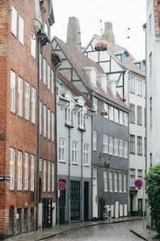 Huizen van de oude stad in rij geplaatst