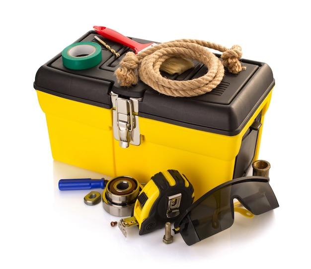 Hulpmiddelen en instrumenten met toolbox geïsoleerd op een witte achtergrond