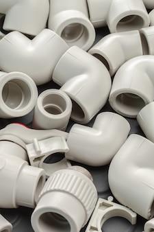 Hulpmiddelen en materialen voor sanitaire werken