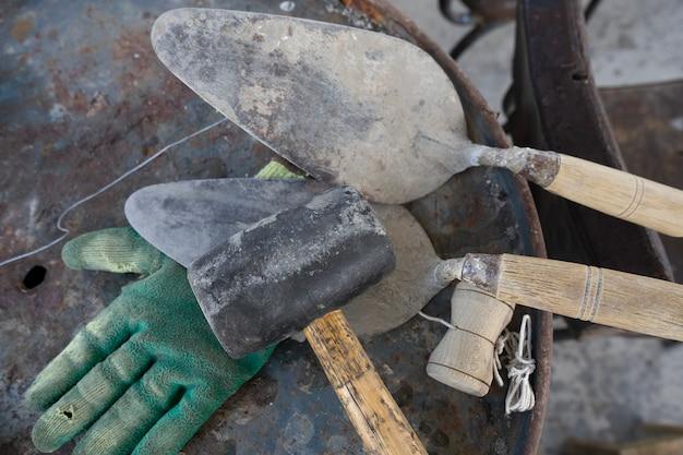 Hulpmiddelen voor het werken met cement