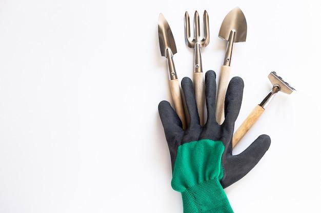 Hulpmiddelen voor tuinieren en boerenhandschoenen