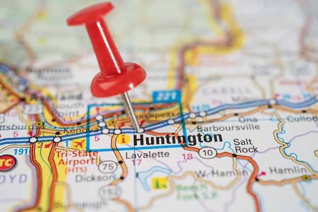 Huntington, west virginia, wegenkaart met rode punaise.