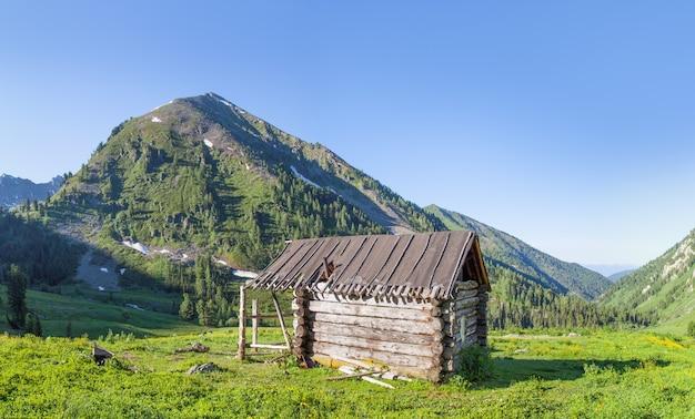 Hut in de bergen, herdershuis