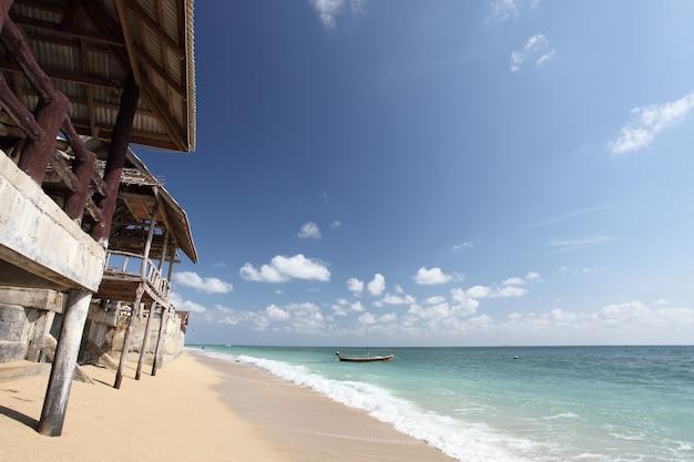 Hut met strand