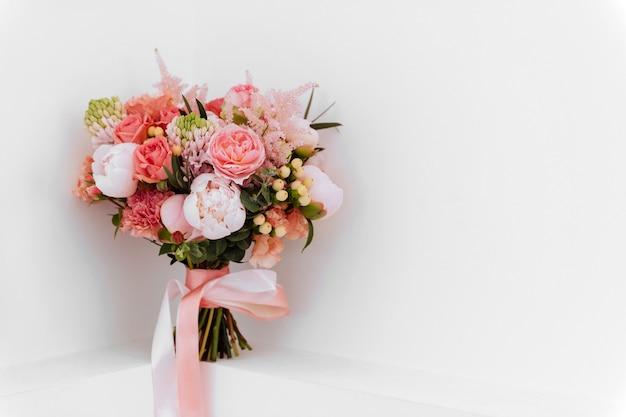 Huwelijksbloemen, bruids boeketclose-up.