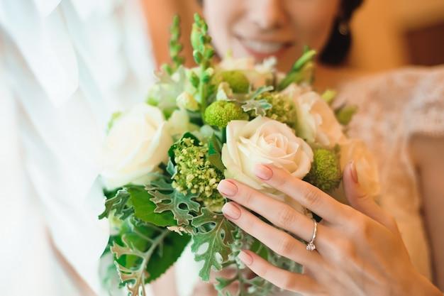 Huwelijksboeket, bouqet van mooie bloemen op wo-dag