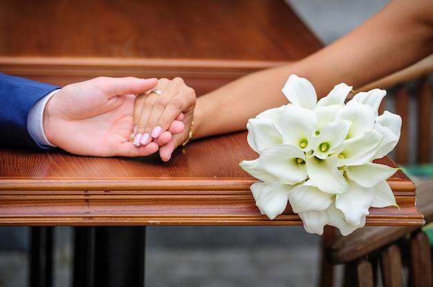 Huwelijksboeket van witte calla