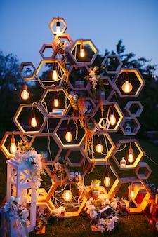 Huwelijksboog bij de ceremonie.