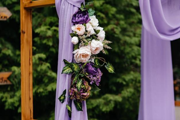 Huwelijksboog en huwelijksdecoratie.