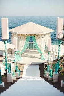 Huwelijksboog op het strand