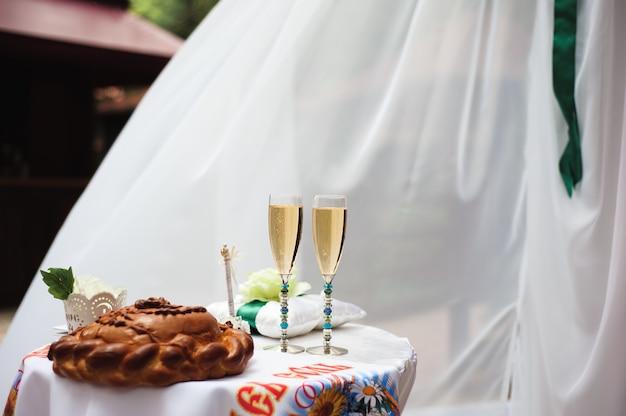 Huwelijksceremonie decoratie, mooie bruiloft decor, bloemen
