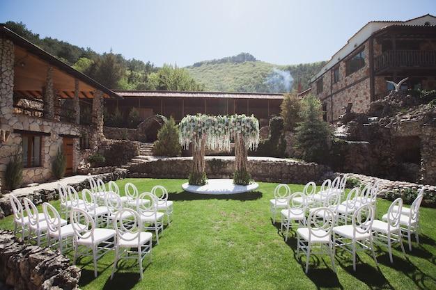 Huwelijksceremonie in de bergen