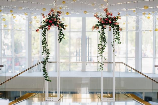 Huwelijksceremonieruimte, boogstoelen decor