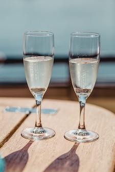 Huwelijksglazen en ringen
