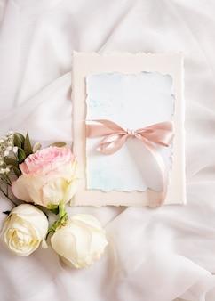 Huwelijkskaart met bloemenornament
