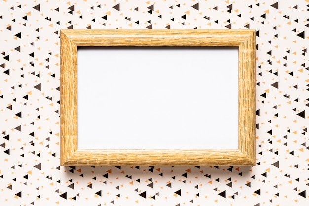 Huwelijksuitnodiging met houten frame