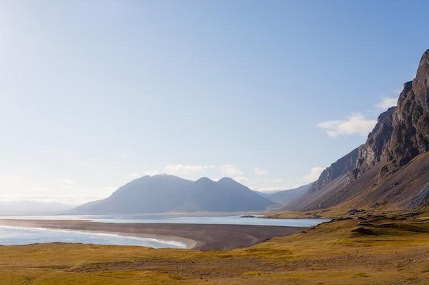 Hvalnes lava strand landschap, oost-ijsland oriëntatiepunt. ijsland landschap