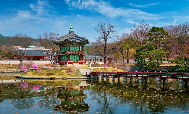 Hyangwonjeong-paviljoen, gyeongbokgung-paleis, seoul, zuid-korea