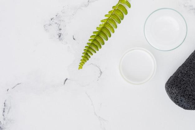 Hydraterende crème met decor- en kopieerruimte