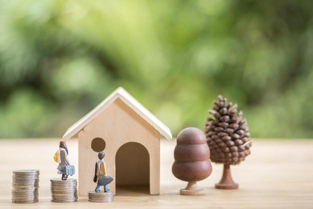 Hypotheek concept. geld en huis