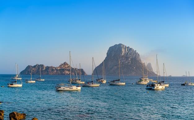 Ibiza cala d hort met es vedra eilandje zonsondergang
