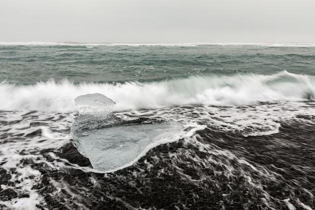 Iceberg diamond beach ijsland