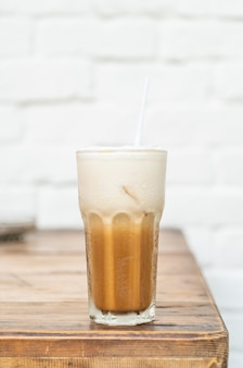 Iced cappuccino koffie glas in café