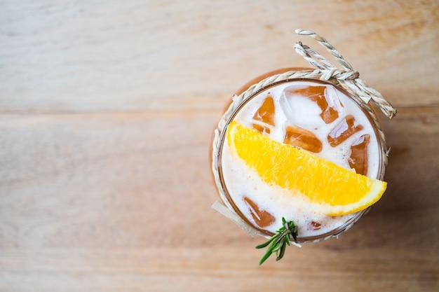 Iced citroenthee