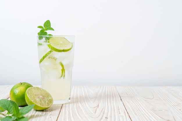 Iced lime soda met munt