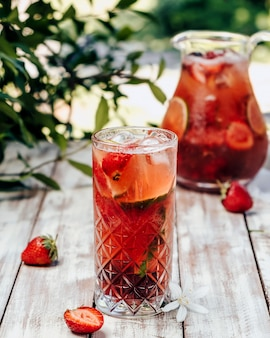 Iced limonade met aardbei en limoen