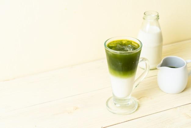 Iced matcha groene thee latte