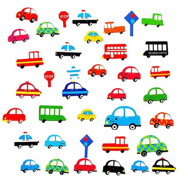 Iconen van gekleurde kinderauto's op de witte achtergrond