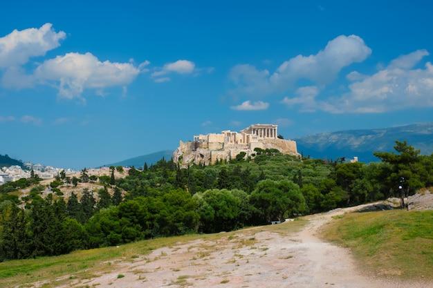Iconische parthenon-tempel op de akropolis van athene, griekenland