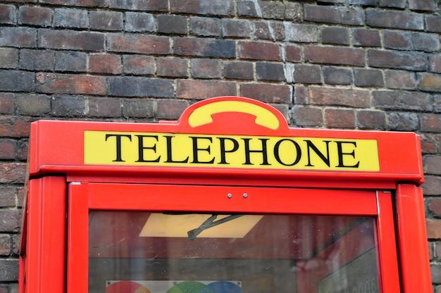Iconische telefooncel in londen, groot-brittannië