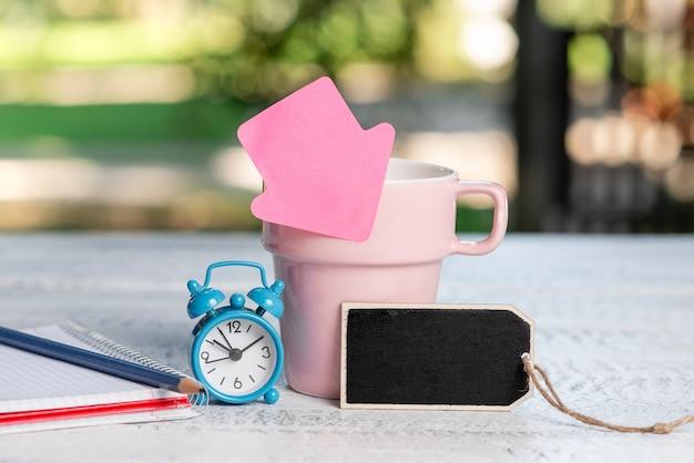 Idee voor een buitencafé, samenvatting van productiviteit timemanagement, buiten een ontmoetingsruimte, genietend van koffie drinken, warme dranken verkopen, verfrissingzaken