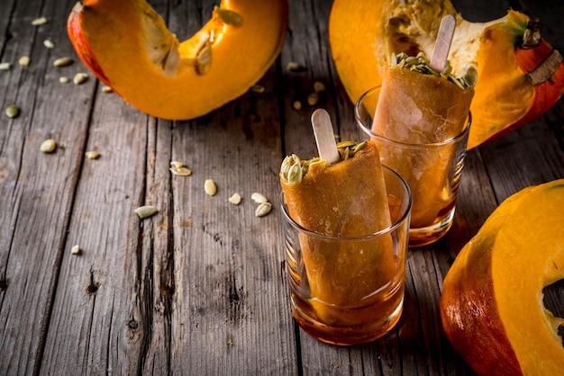 Ideeën voor herfstgerechten van pompoenen. traktaties voor een thanksgiving-feest, halloween.