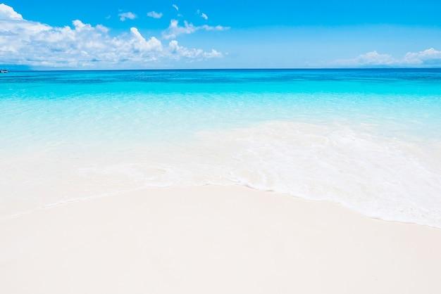Idyllische strand op een fantastische dag