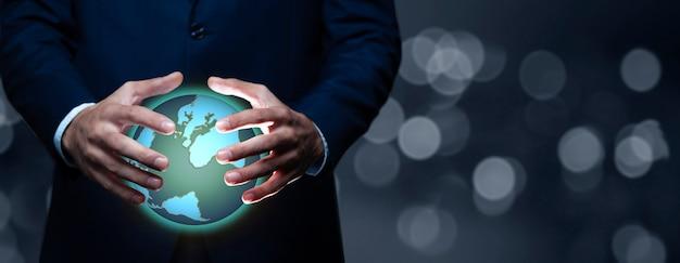 Iemands handen met holografische wereld
